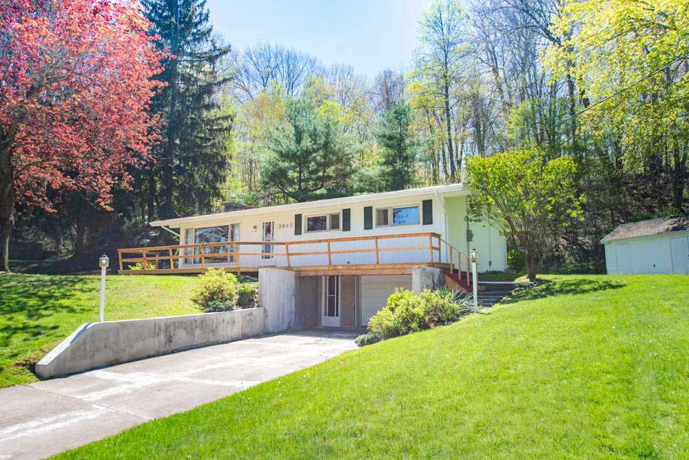 **SOLD** 2045 Hollow Road, Fonthill EXCLUSIVE Real Estate Listing